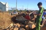 Xe khách 'tháo ruột' chở gỗ tông 2 thanh niên chết tại chỗ