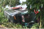 35 người la hét trong xe khách lật dưới mương ở Đồng Tháp