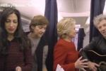 Vợ chồng Clinton hòa mình vào trào lưu 'hóa đá' gây sốt toàn thế giới