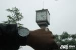 Ảnh: Cột đồng hồ kỷ niệm 1.000 năm Thăng Long xuống cấp, ngừng hoạt động