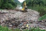 Đổ hàng chục tấn rác xuống suối ở Hà Giang khiến dân phẫn nộ