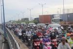 Cửa ngõ Sài Gòn kẹt xe hơn nửa ngày vẫn chưa thông