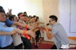 Trọng Hiếu Idol trong 'vòng vây' của gần 3.000 sinh viên ĐH Thái Nguyên