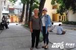 Cụ bà 70 tuổi vượt gần 100km đưa cháu dự thi năng khiếu báo chí