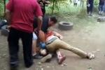 Cảnh thực chiến hiếm thấy giữa đô vật và võ sĩ boxing