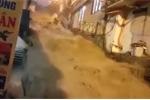 Mưa lớn, nước tuôn như thác đổ trên phố ở Sa Pa khiến dân mạng xôn xao