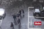Video: Thủ tướng Anh hoảng loạn, chạy nhầm đường khi thoát thân khỏi vụ khủng bố