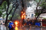 Cột điện phát nổ, cháy như đuốc giữa trời mưa lớn ở Hà Nội