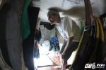 Cuộc sống của ông lão 70 tuổi trong căn nhà ngủ phải nằm nghiêng, đứng phải khom lưng giữa Thủ đô