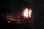 Clip: Quán karaoke ở Hà Nội cháy nổ ngùn ngụt giữa đêm