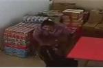 Clip: Một phụ nữ 2 lần trộm cả két bia nhét trong váy