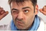 Sử dụng bông ngoáy tai: Hại nhiều hơn lợi
