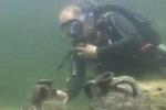 Xem Thủ tướng Putin lặn xuống đáy biển Đen lùng cổ vật