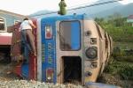 Tàu hỏa đứt rời sau cú tông xe ben cố tình lao qua đường ray, 3 người thiệt mạng