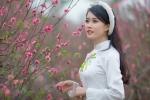 'Bản sao' hot girl Chi Pu khoe sắc thắm bên đào Xuân