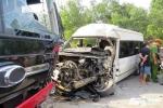 2 xe khách lao đầu vào nhau bẹp dúm, 3 người thương vong