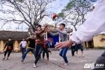 Trai làng vật nhau, cướp cù lấy may trong lễ hội đầu năm ở xứ Thanh