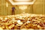 Giá vàng lao dốc thẳng đứng, 2,3 tỷ USD bị 'cuốn' khỏi thị trường