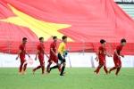 Video: Xuân Trường bất ngờ trước đại kỳ CĐV Việt Nam mang sang SEA Games