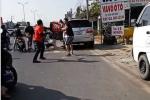 Video: Nhóm phượt thủ vây đánh hội đồng người đi ô tô sau va chạm