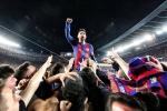 Sự thật sau bức ảnh 'Messi đẩy Neymar khỏi Barcelona'