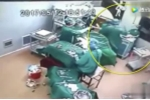 Bác sỹ và y tá cãi lộn, đấm nhau giữa ca mổ ở Trung Quốc