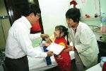 VTC tặng quà cho các cháu nhỏ bệnh viện Nhi Trung Ương.