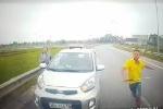 Tài xế taxi chạy ngược chiều vung tuýp sắt đòi đánh nhau khi bị chặn đầu khai gì?