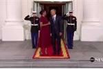 Bất ngờ với hành động của vợ chồng Obama khi chờ đón vợ chồng Donald Trump