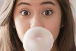 Nỗi ám ảnh nuốt kẹo cao su sẽ tắc ruột liệu có thành sự thật?