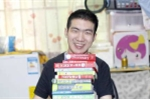 Chàng trai Trung Quốc tốt nghiệp thạc sĩ dù bại não từ bé