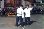 Video: Võ sư Cù Mai Công biểu diễn tuyệt kỹ siết cổ trước mặt Flores