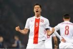 2D35943C00000578-3265449-Poland_captain_Robert_Lewandowski_celebrates_after_giving_his_si-a-57_1444335015934