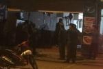 20 côn đồ mang hung khí hung hãn xông vào nhà hàng tấn công thực khách ở Hà Nội