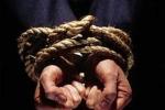 Giải cứu con tin nước ngoài bị bắt để đòi nợ, phát hiện tội phạm truy nã quốc tế