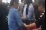 Nhóm thiếu nữ cầm tuýp sắt đánh hội đồng 2 cô gái