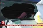 Clip: Hàng loạt xe khách bị ném đá dữ dội trên Quốc lộ 14