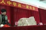 Trường học Trung Quốc chất 'núi tiền' thưởng học sinh giỏi