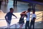 Nữ nhân viên hàng không bị đánh: 2 hành khách bị chậm chuyến bay do đến muộn