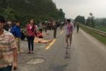 Chở con đi học về, 2 mẹ con chết thương tâm dưới gầm xe tải