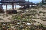 Ảnh: Bãi biển đẹp nhất thế giới biến thành bãi rác khổng lồ sau lũ