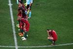Ronaldo căng thẳng, không dám nhìn đồng đội sút luân lưu