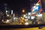 Thanh niên ngổ ngáo chặn đầu xe, đánh võng thách thức tài xế ô tô