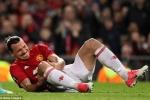 Ibrahimovic chấn thương rợn người, đau đớn bật khóc