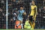 Man City đánh bại Arsenal bằng hai bàn thắng gây tranh cãi