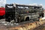 Xe khách cháy rụi, hàng chục khách thoát chết trong gang tấc