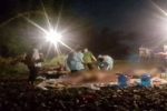 3 xác chết đang phân hủy trôi dạt bên bờ suối