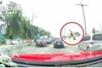 Vừa nghe điện thoại vừa sang đường, người phụ nữ bị ô tô tông bay người