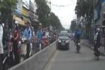 Xe sang Lexus liều lĩnh chạy ngược chiều giữa phố Sài Gòn
