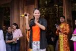 Thu Minh hát tặng các nghệ sĩ trong ngày giỗ Tổ nghiệp ở nhà thờ Tổ của Hoài Linh